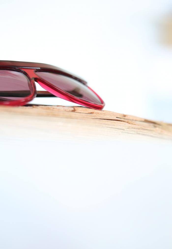 occhiale da sole rosso