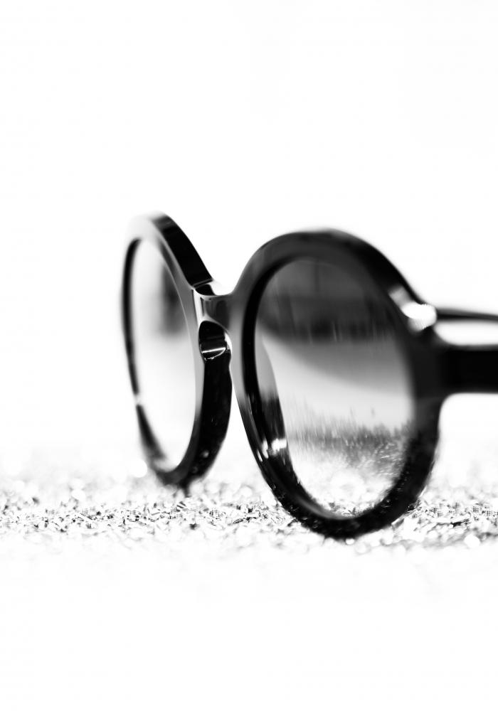 occhiale da sole essenziale